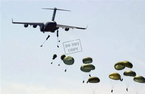 USAF C-17 Globemaster 8x12 photo US Army Soldiers 82nd AD parachute from  USA