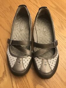 Details about Privo by Clarks womens mary jane beige slip on flats walking shoes size 6