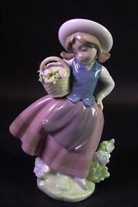 Porzellanmanufactur-Lladro-Spanien-Blumenmaedchen