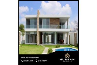 Hurban Vende Residencia con Alberca, en Coto Al Norte.