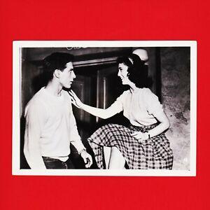 Kinofoto-Szenenbild-18-Allianz-Film-GmbH-034-Entfesselte-Jugend-034-1956-18cm-x-13cm