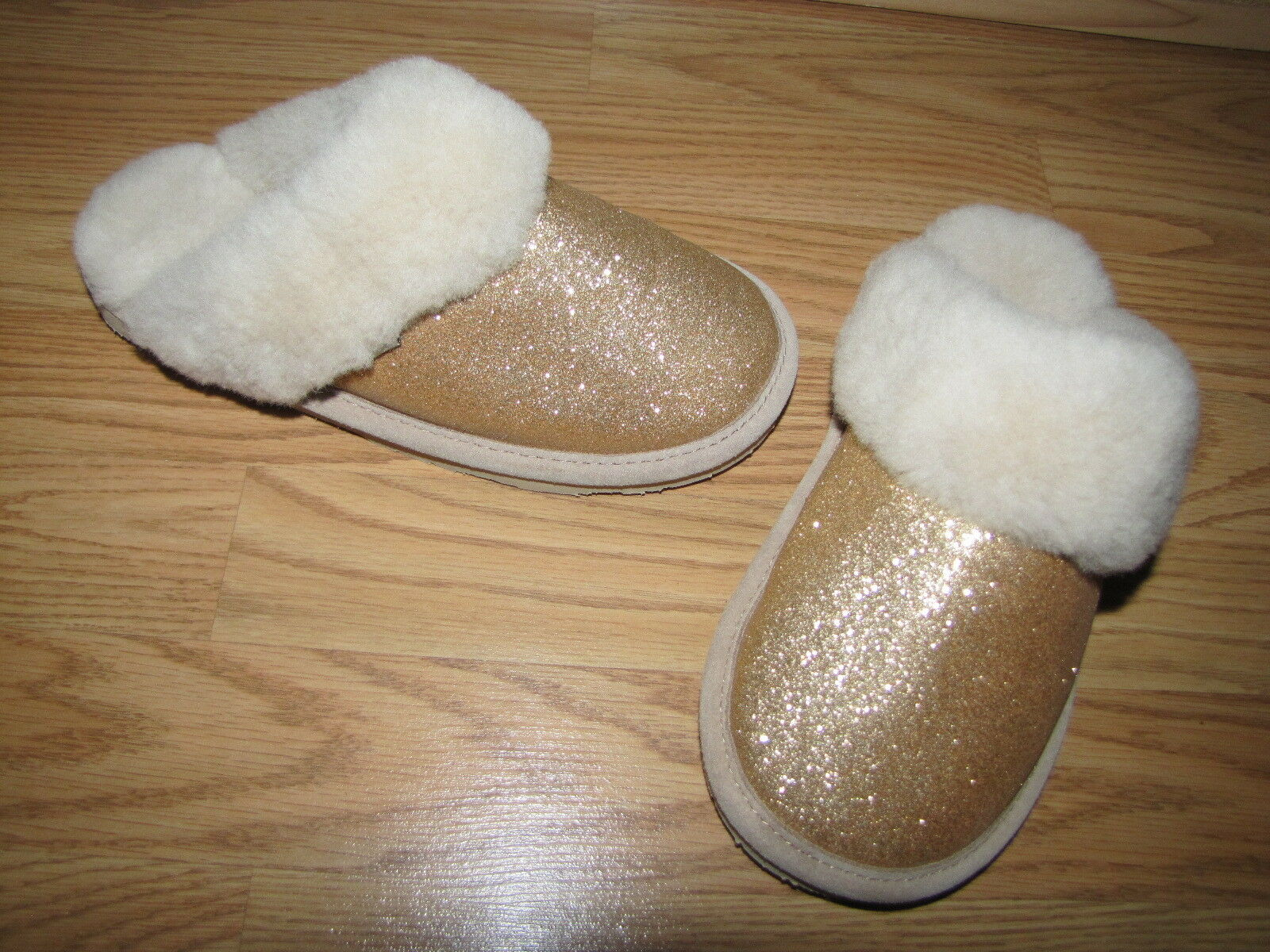 NWOB Bearpaw 'Laney' gold Glitter Sheepskin Slippers - 6M European 36