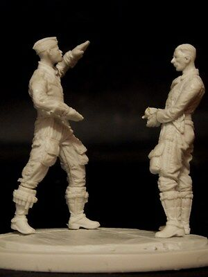 AC Models 1/32 Luftwaffe Pilots in Discussion after a Sorte (2 Resin Figures)