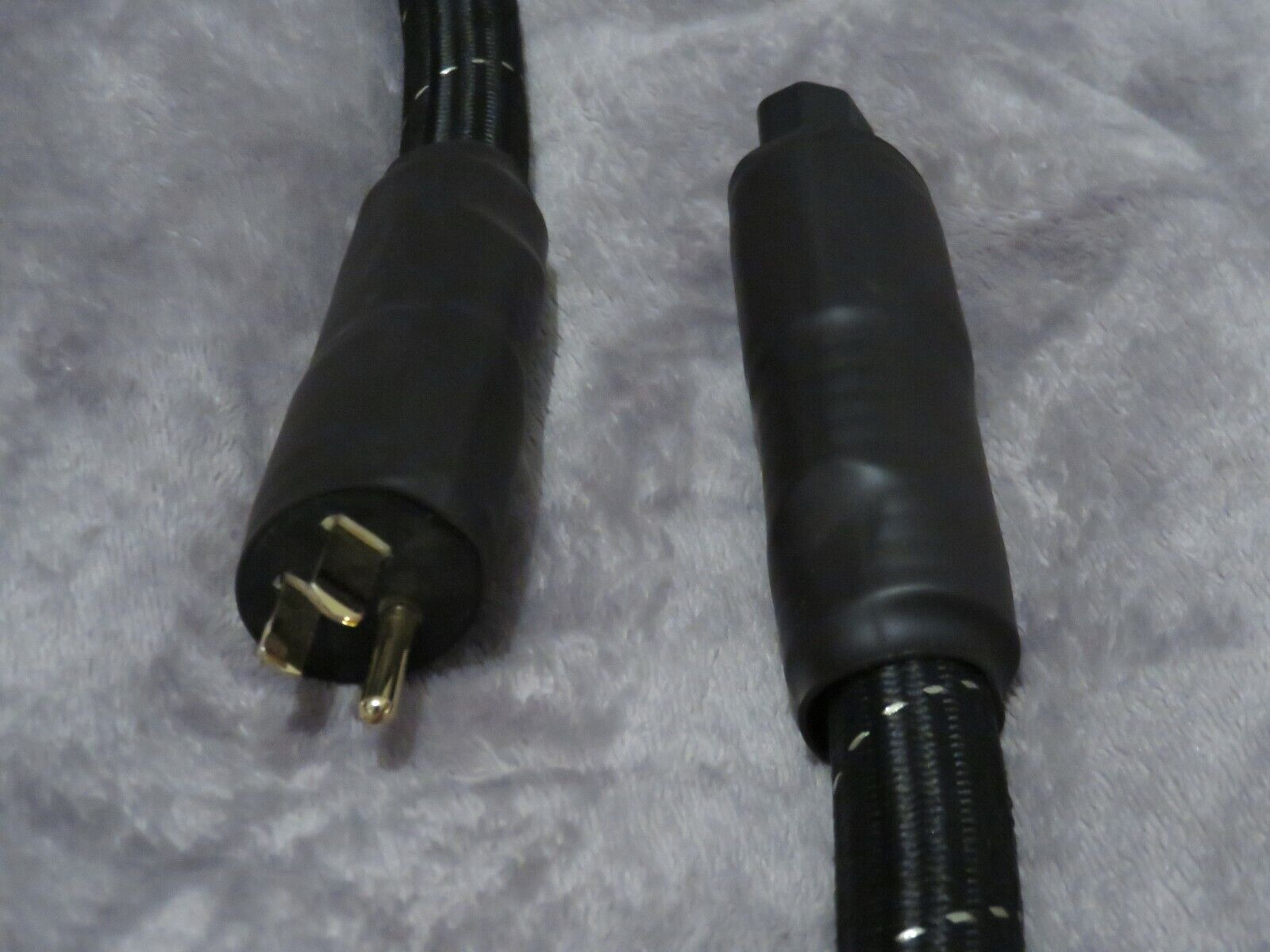 *PLEASE READ* 2m High End Audio Grade Power Cord IEC 320 - Used