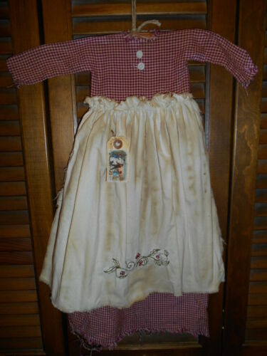 Primitive Wall Decor Dress BURGUNDY CHECK W// APRON Holly Leaves,Christmas,Grungy