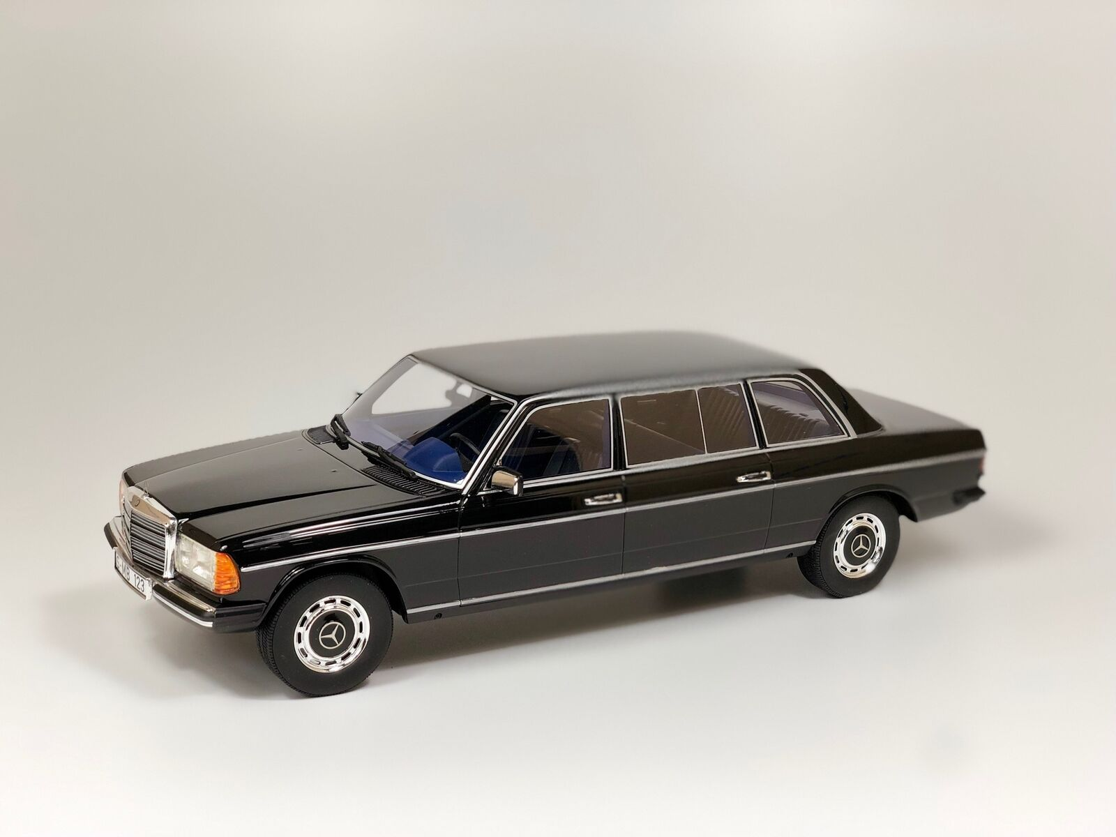 ORIGINAL MERCEDES BENZ CLASE E W123 Largo 2018 Negro