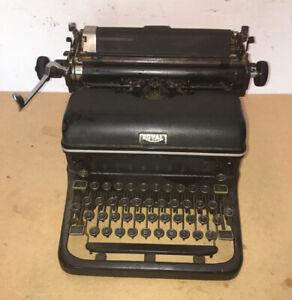 Vintage 1930's Royal Typewriter KMM 2508657, Magic Margin, Works Well