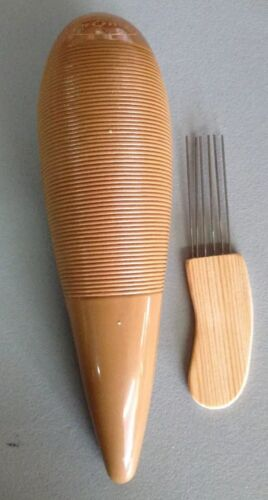 Guiro Plastico Con Puyero Plastic Guiro With Scraper.