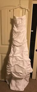 NEW-WITH-TAGS-David-s-Bridal-Wedding-Dress-Strapless-Satin-size-6