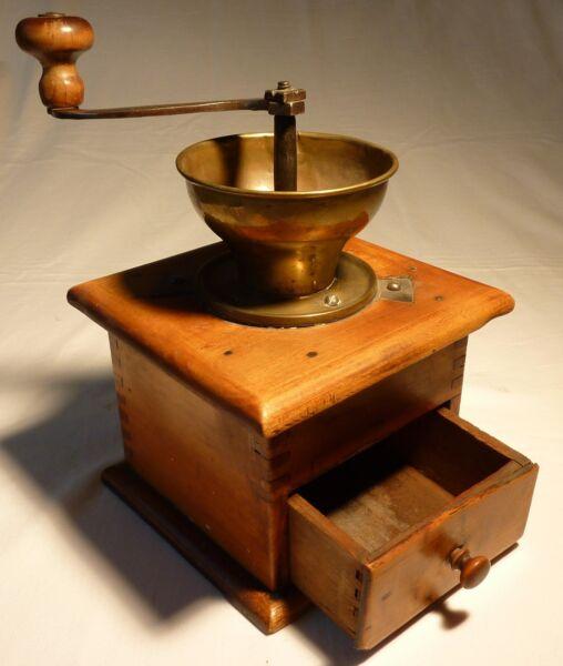 Antike Kaffeemühle Schrotmühle Material Holz Messing Ca. 1880 Seien Sie Im Design Neu