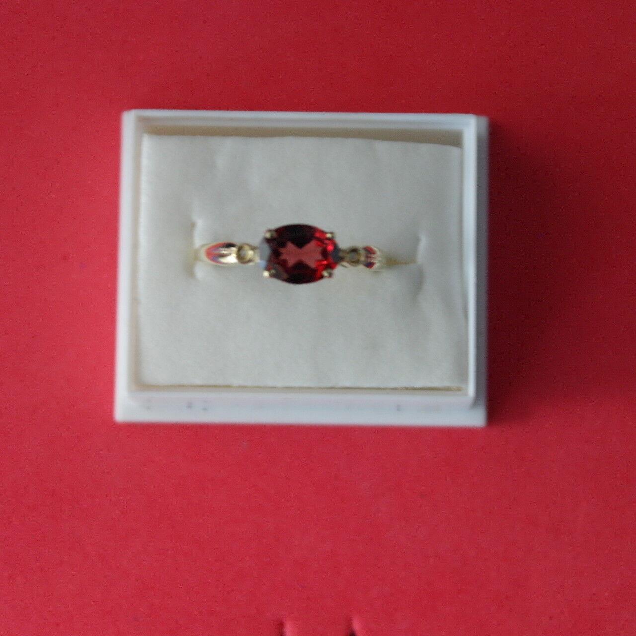 ELEGANT 9CT YELLOW gold NATURAL GARNET & DIAMOND RING SIZE O IN GIFT BOX