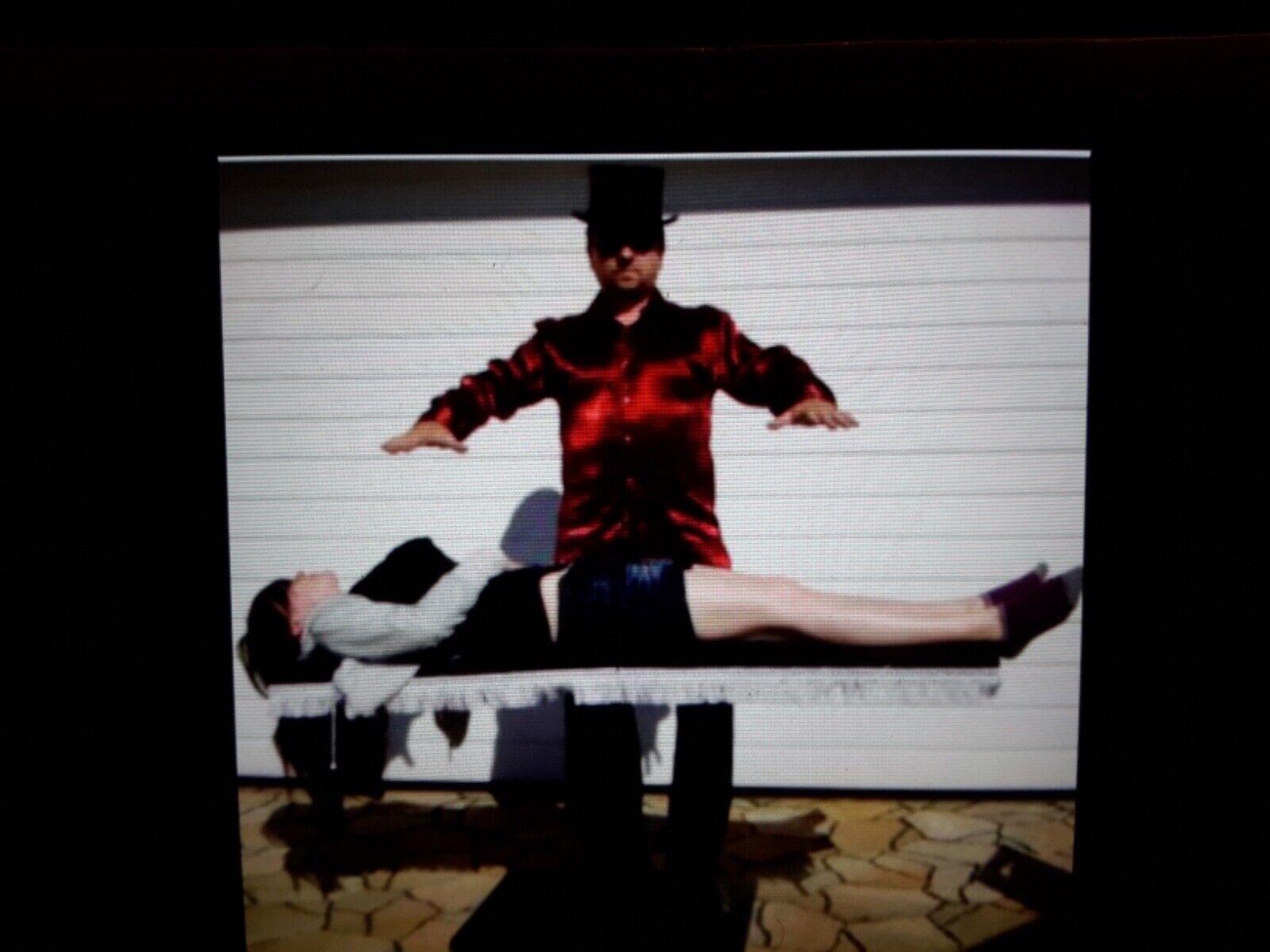 Floating Girl Schwebende Frau mit uneingeweiter Zuschauerin Zuschauer, Zauben