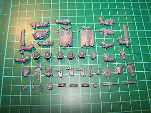 Space-Marine-Command-Squad-Weapons-and-Accessories-bits