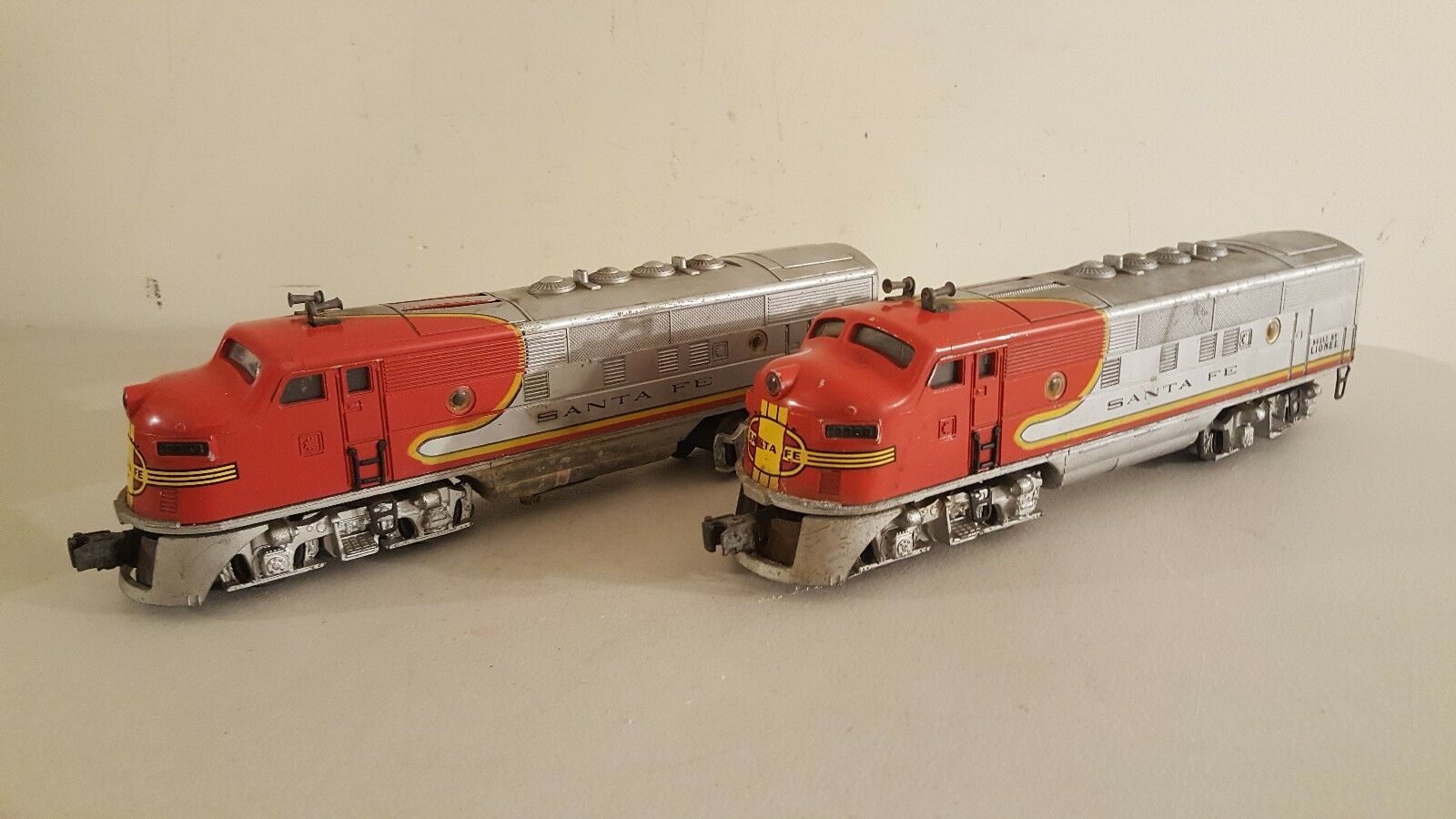 Vintage 1940's Postwar Lionel  2333 F3 Santa Fe Twin Diesel Locomotive Trains