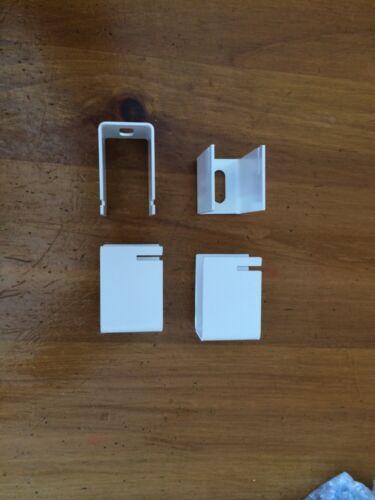 Quatre équerres de designer radiateur Zehnder Nova Fassane Orbis Striane blanc