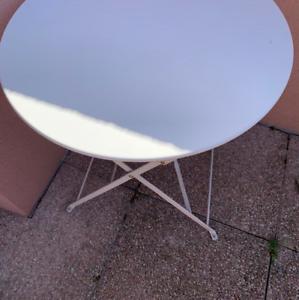 blanche table de jardin