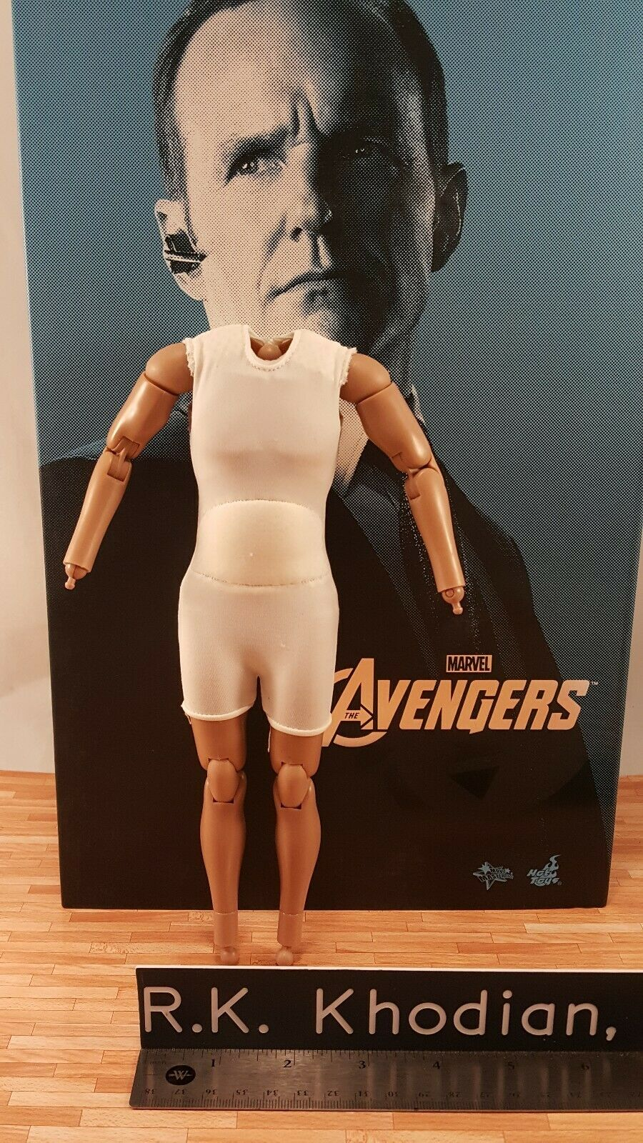 Hot Toys MMS189 Avengers 1 6 Agent Phil Coulson action figure's Body only