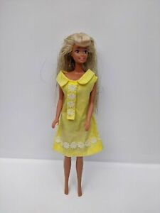 Vintage-Barbie-Doll-Sparkly-Hair-1966-Indonesia-on-Back-amp-76-on-Head-Pre-owned