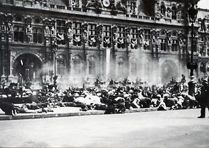 JEEP AMERICAINE CHAMPS ELYSEES CARTE POSTALE LIBERATION DE PARIS POSTCARD