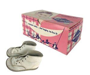 Vintage 1940s Wee Walker Baby Shoes