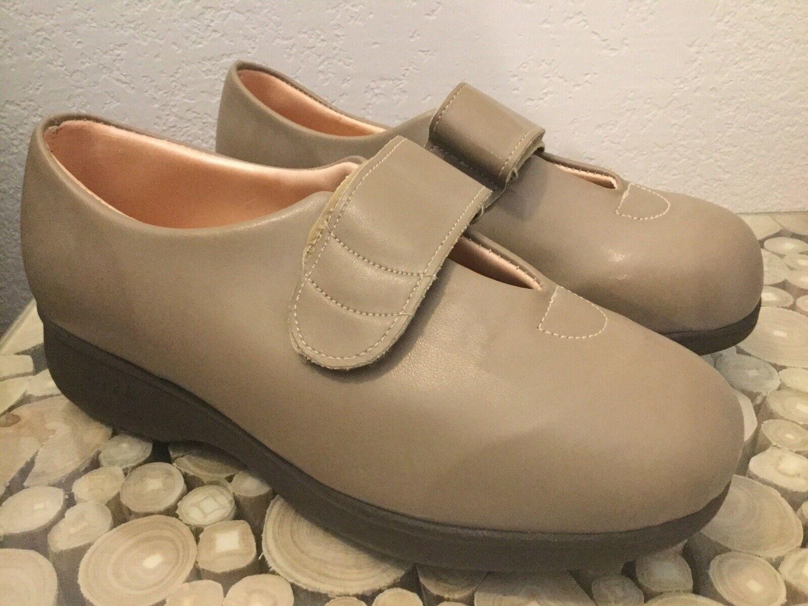 Women's Apex Ambulator Laced Diabetic Mary Jane Beige Comfort Shoes US 9