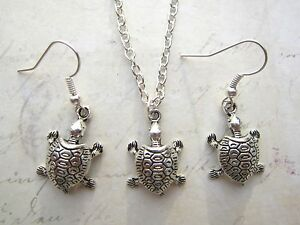 Vintage-Cute-Silver-Plated-Tortoise-Earrings-amp-Necklace-Set-New-Kitsch
