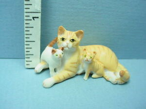 DOLLHOUSE Miniatures 1:12 Scale Miniature Black and White Mommy Cat//2 Kittens
