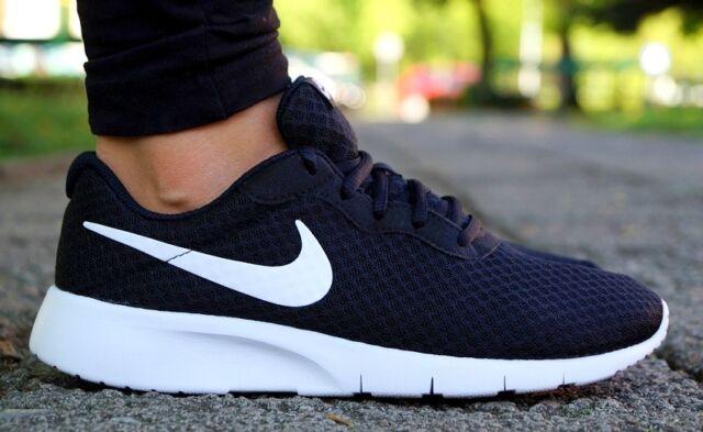 Nike Tanjun GS Running Shoes Trainers Black White 818381-011 Roshe ... 33ae274b8