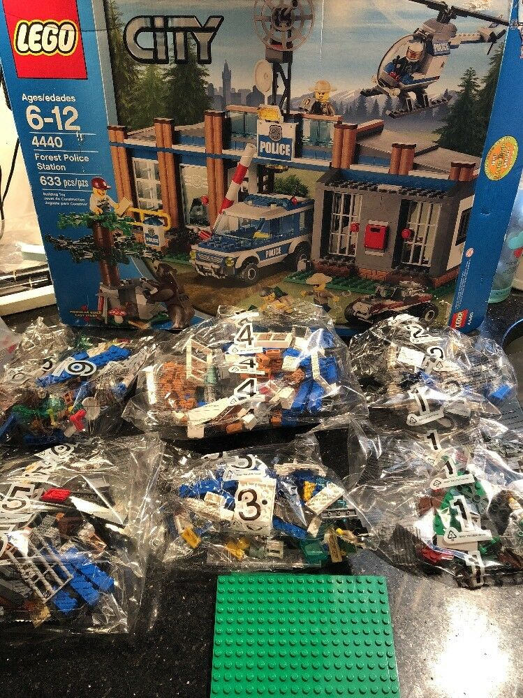 LEGO 4440 City Forest Police Station Complete Open box All bag sealed