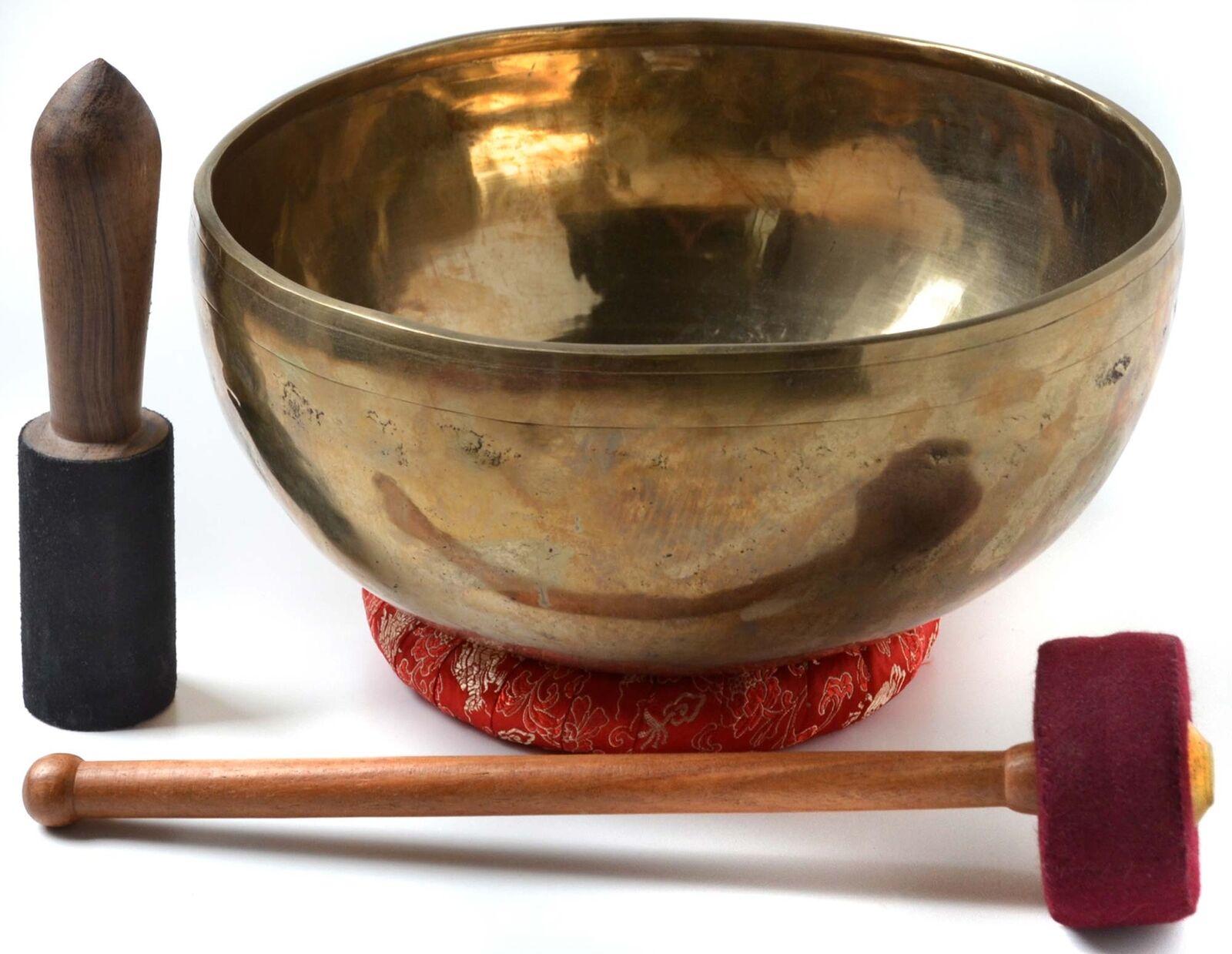 Klangschale handgearbeitet 1800 g - 1900 g mit Ringkissen & 2 ReiBesteäbe