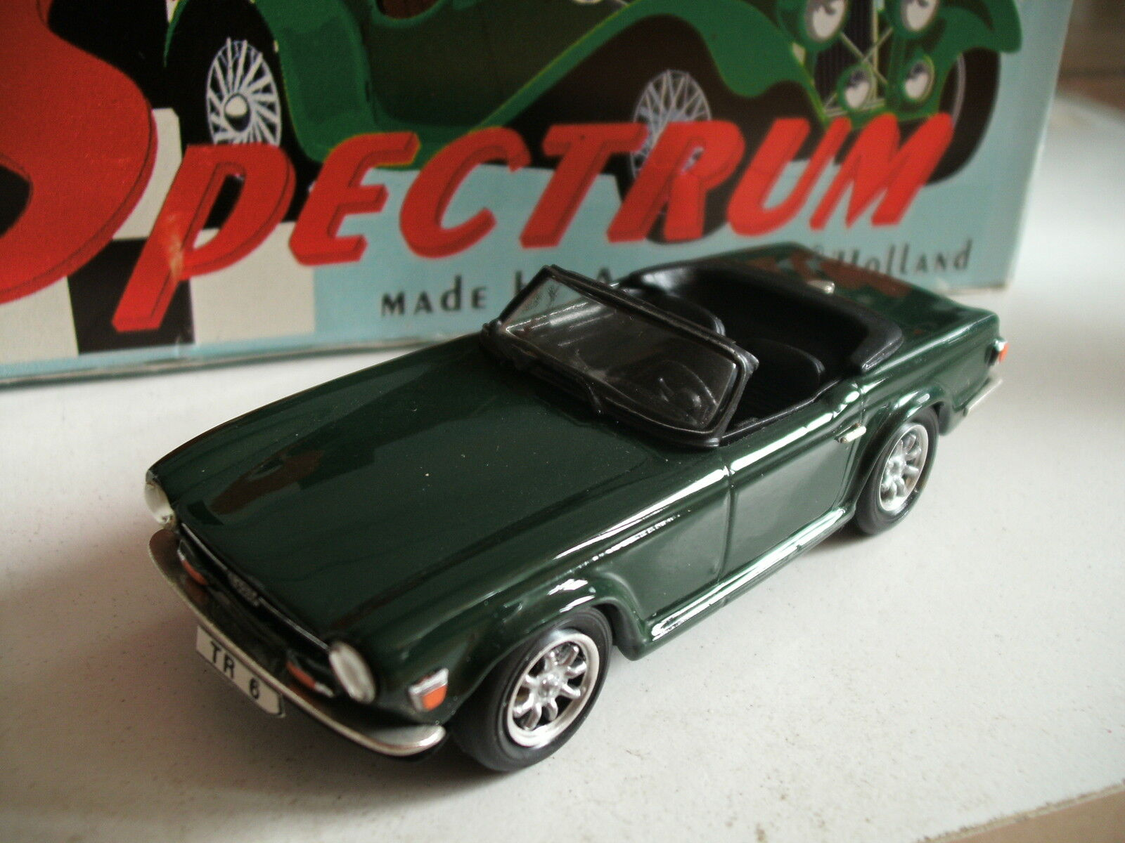 Spectrum Cardrome Handbuilt Triump TR 6 in British Racing Grün on 1 43 in Box