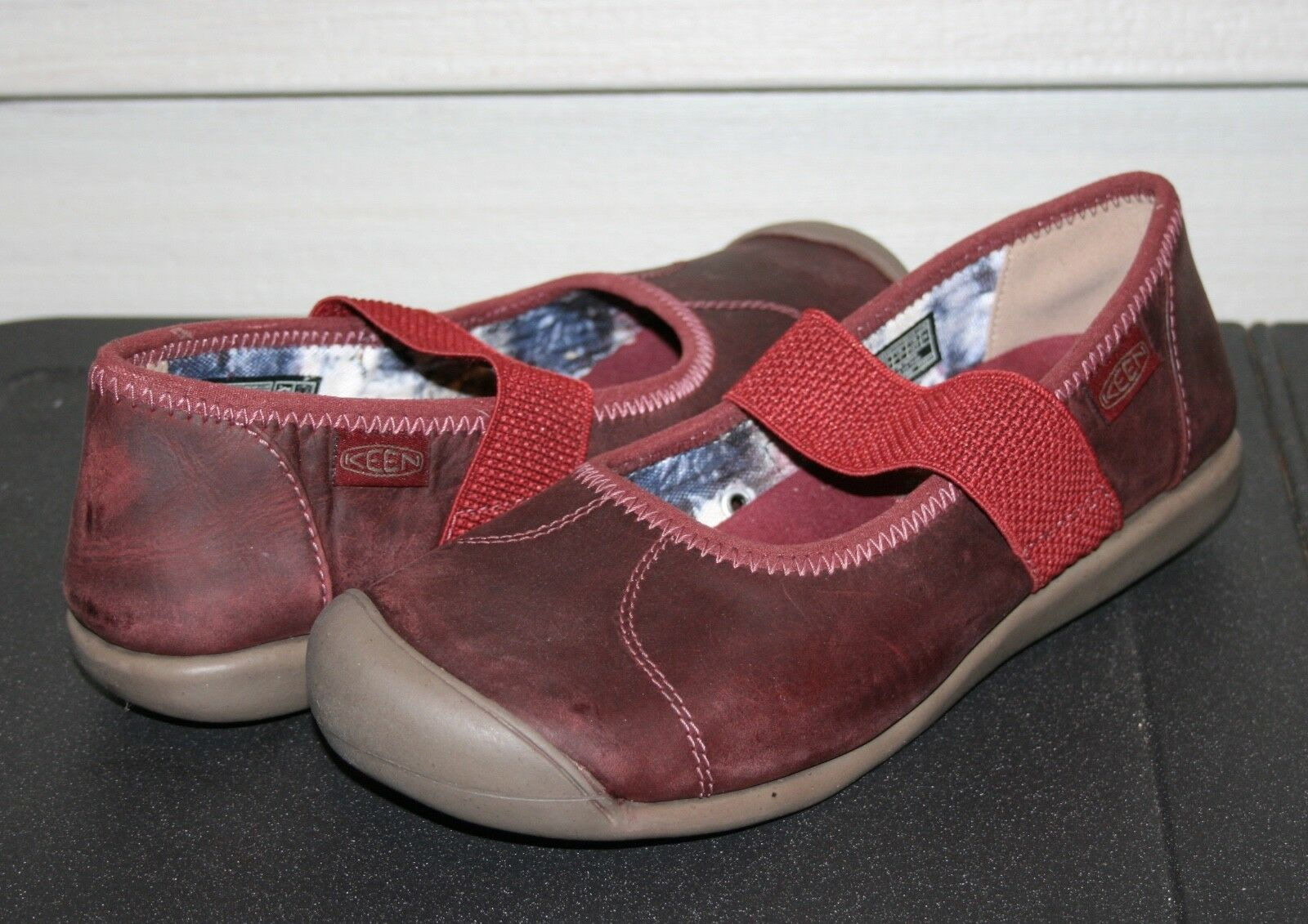 KEEN SIENNA MJ LEATHER US 7.5 EU 38 Woman's Mary Jane chaussures rouge