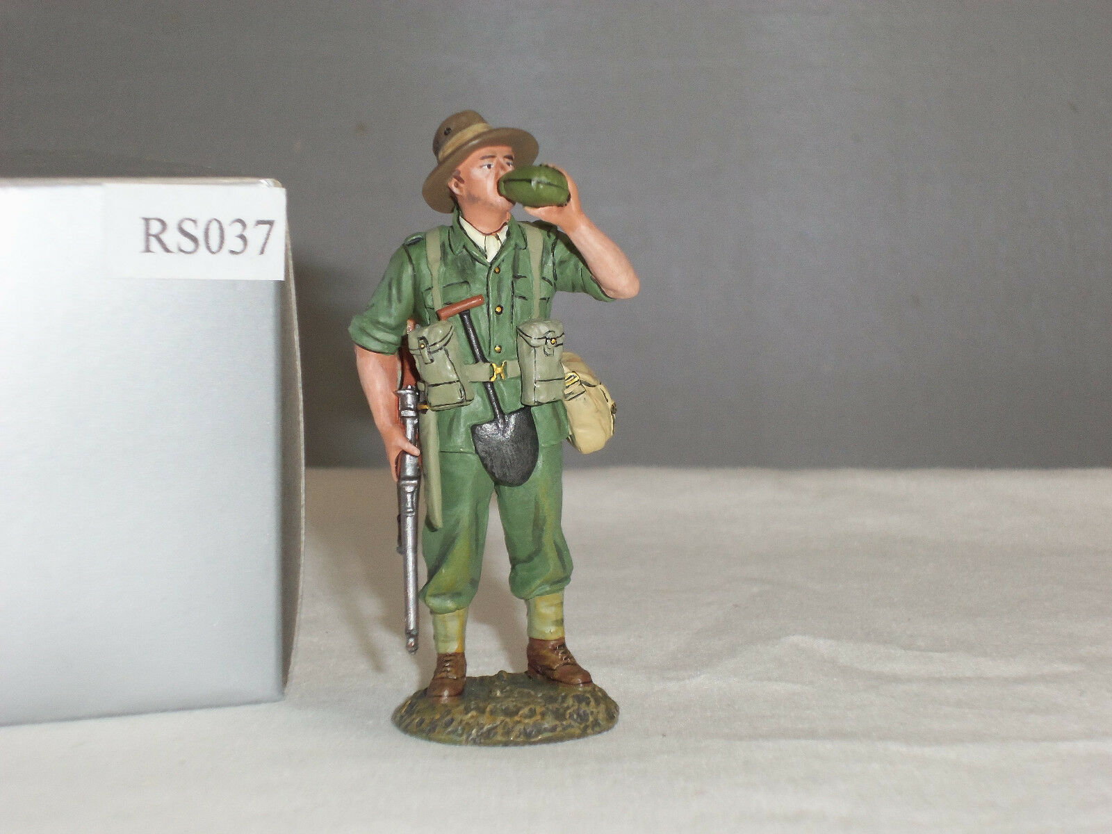 THOMAS GUNN RS037 AUSTRALIAN INFANTRY STANDING DRINKING METAL TOY SOLDIER FIGURE