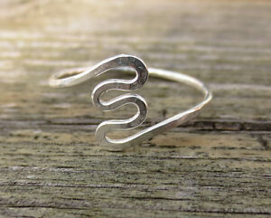 Handmade-Sterling-Silver-1mm-squiggle-ring