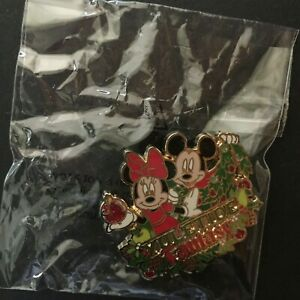 WDW-Yuletide-Fantasy-Tour-2016-Mickey-and-Minnie-Disney-Pin-126850