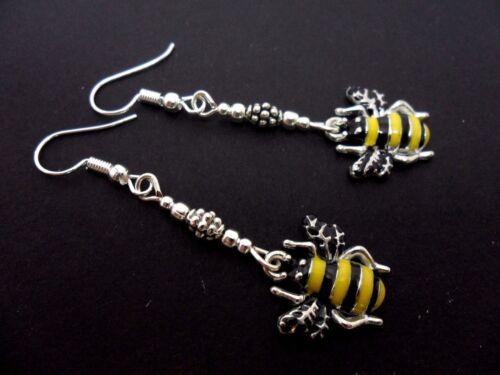 A PAIR OF CUTE HONEY BEE ENAMEL DANGLY  EARRINGS.
