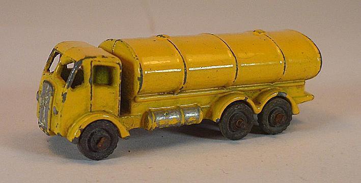 Matchbox regular Wheels nº 11 a Road petrolero giallo MTW Lesney