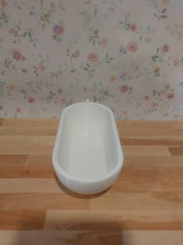 1//12 Scale Modern Dollhouse Bathtub