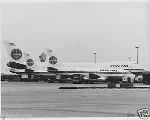 VINTAGE PAN AM AIRCRAFT RAMP - TAIL PHOTO BLACK AND WHITE 8 X 10