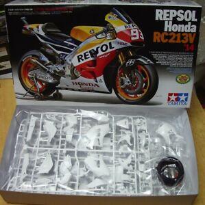 14130-Honda-Repsol-RC213V-039-14-motorcycle-Tamiya-1-12-plastic-model-kit