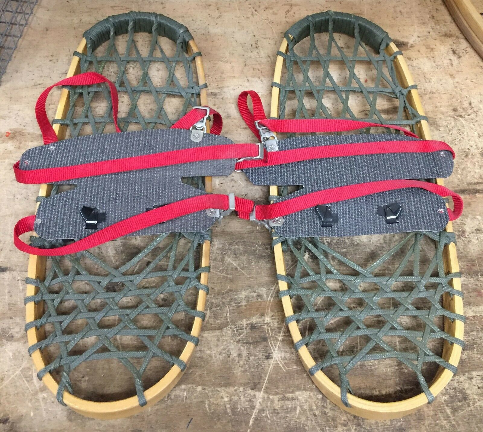 Iverson Silent Glide Snowshoes - 23  X 9   - EZ Harness Attached (NEW)  high quality genuine