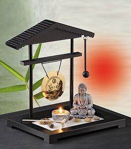 Giardino zen con sabbia statua del buddha lumino e gong for Sabbia da giardino