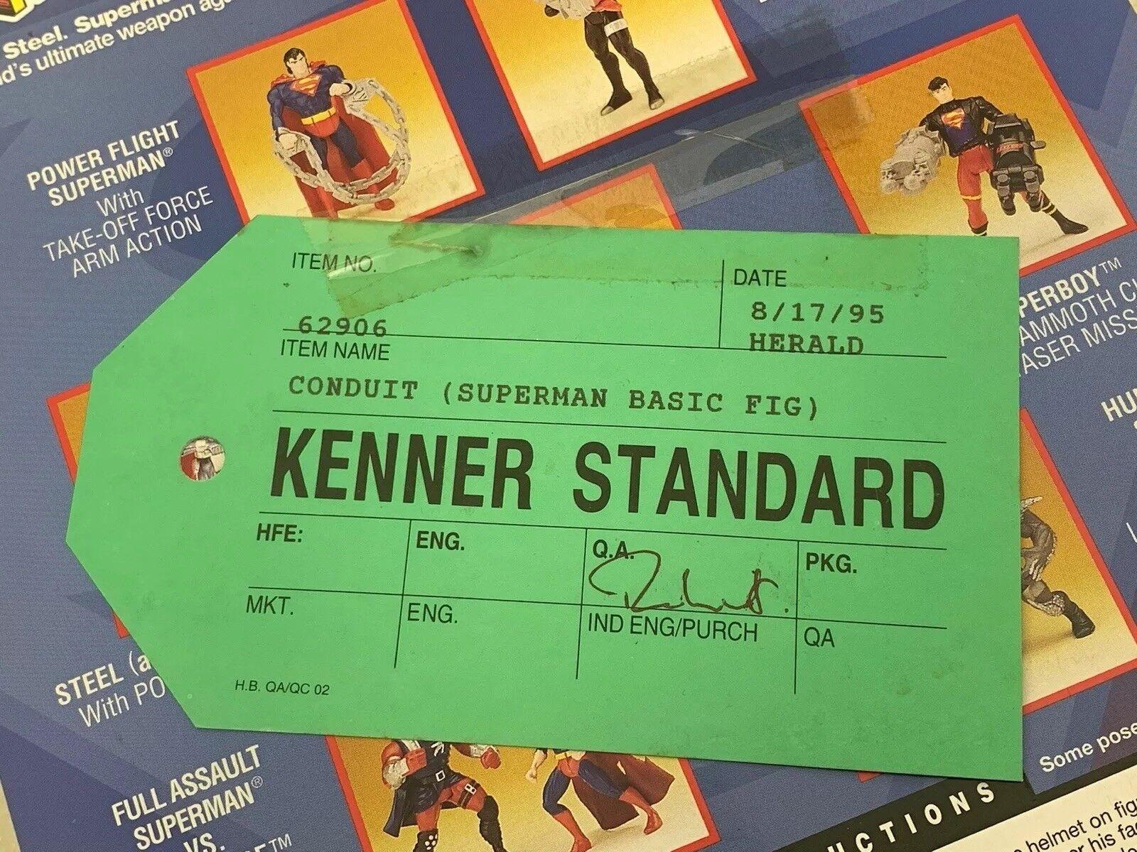 Superman Man of Steel conducto Kenner estándar verde Etiqueta de muestra