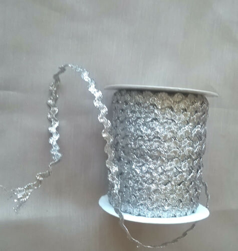 2 metres of 4 mm Silver metalic zig-zag braid