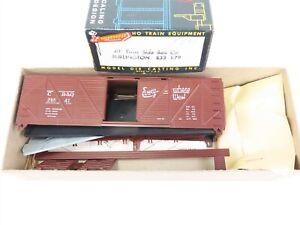 HO-Roundhouse-MDC-B33-1-79-CB-amp-Q-Burlington-40-039-Truss-Side-Box-Car-23541-Kit