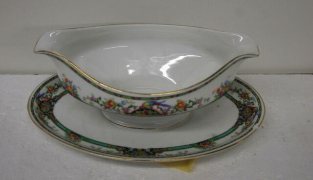 K & A KRAUTHEIM SELB BAVARIA GRAVY BOAT WITH ATTACHED TRAY 6-1/4 X 9-1/4