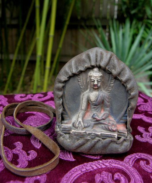 Buddha: ALTES TSA TSA - Gau / Amulett mit Sakyamuni Buddha Yak-Leder Tibet