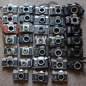 JOB-LOT-33-x-VINTAGE-REFLEX-MACCHINE-FOTOGRAFICHE-con-rullino-Canon-Praktica-Nikon-ZENIT-Fujifilm