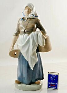 Beautiful-Royal-Copenhagen-Porcelain-Figurine-034-Farmer-039-s-Wife-With-Pail-034-H
