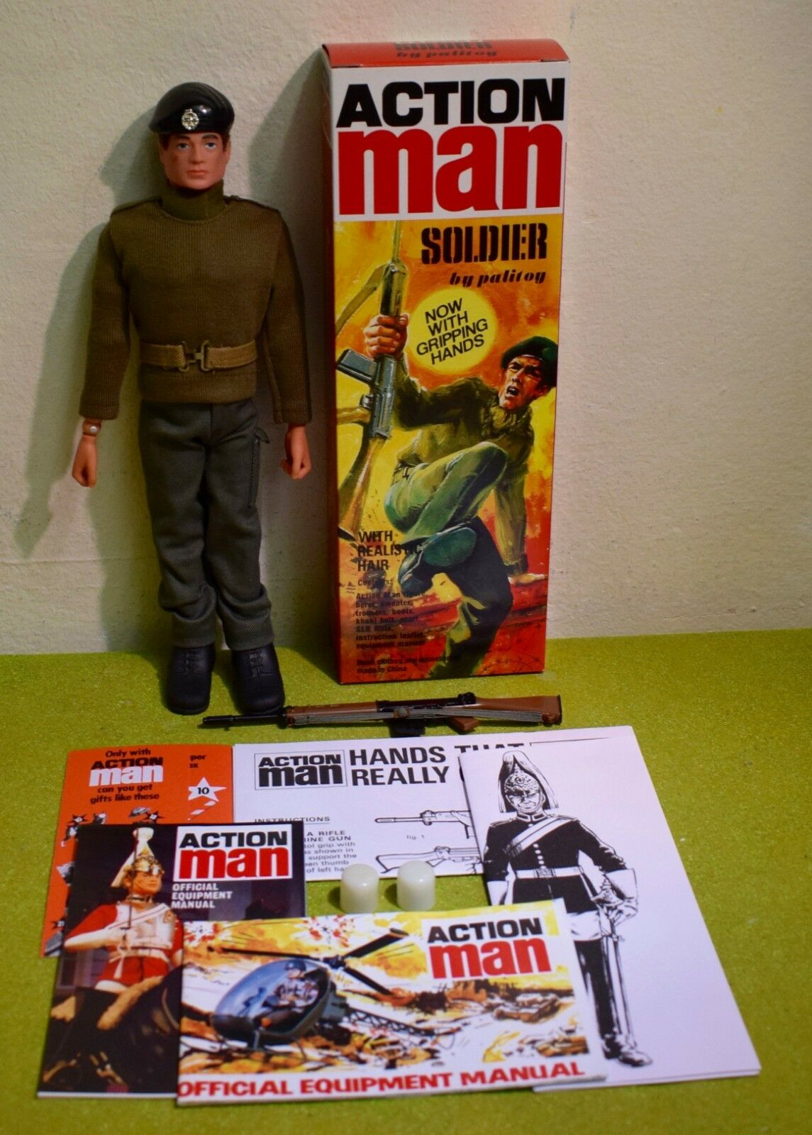 ACTION MAN 40th BOXED SOLDIER braun FLOCKED HAIR GRIPPING HANDS